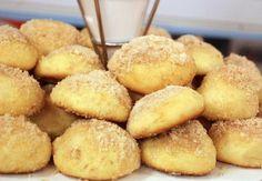 Ingredientes: 1 ovo 2 xícaras de Farinha de trigo (280 gramas) 2 colheres de sopa de Açúcar 1 xícara de leite morno 2 colheres de sopa de manteiga 1 colher de chá de Fermento em pó para bolo canela em pó e açúcar para polvilhar Passos a seguir... Profiteroles, Cupcakes, Le Chef, Yummy Cookies, Pretzel Bites, Cornbread, Food Inspiration, Muffin, Good Food