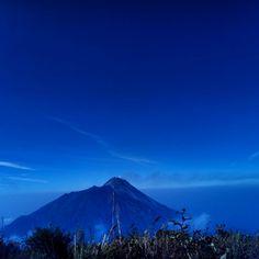 seen merapi mountain from merbabu mountain.  #mountains #montain #blue #white #green #explore #instagunung #instatravel #instagood #instapendaki #merbabumountain #merbabu3142mdpl #merbabu #merapi #merapimountain #trip #travelgram #adventure #naturephotography #nature #streetphotography #photography #holiday #travel #hiking #indonesiaindah #indonesialestari #sky #photooftheday
