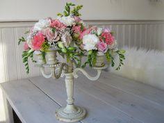 Made by Martha @ 'Art de la fleur' beautiful centerpiece - kitsch - flowers - pastels