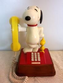 VINTAGE 1976 SNOOPY AND WOODSTOCK TOUCHTONE TELEPHONE...i always loved this !
