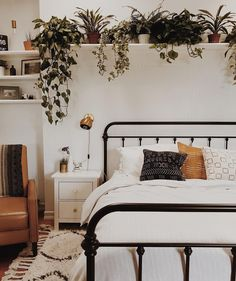 "6,634 Likes, 31 Comments - Apartment Therapy (@apartmenttherapy) on Instagram: ""If our bedroom looked as great as @branchabode's, we'd probably never leave.  (Image:…"""