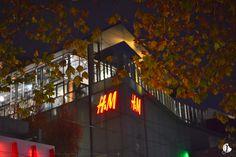 AUSTRALIA   Giant H&M Melbourne - Jansellbiskwit