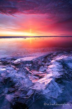 Mundar lake side [Ice build up and morning sunrise on Lake Superior. Photo by Nate Lindstrom. Cool Pictures, Cool Photos, Beautiful Pictures, Beautiful Artwork, Illinois, Beautiful World, Beautiful Places, Landscape Photography, Nature Photography