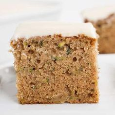 Zucchini Cake Recipe VIDEO: This Zucchini Cake is a delicious spice topped with a perfectly thick cream cheese frosting… it will be your new favorite! Apple Cake Recipes, Cookie Recipes, Dessert Recipes, Yummy Recipes, Ooey Gooey Cake, Pumpkin Crisp, Cream Cheese Bars, Cream Pie, Apple Fritter Bread