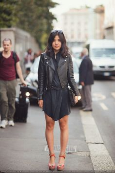 We all have those mental lists of the ever so chic outfit that is composed of unique/perfect basics that you want to just throw on and know you fabulous without any effort. I'm still hunting for my perfect black leather jacket, that shirtdress... among a number of basics. Le Sigh...