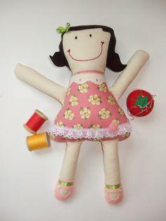 Annette est une poupée de chiffon faite à la main, excellent cadeau pour toutes occasions, lavable et durable pour encore plus d'amour à donner et à recevoir, 50$, 3+