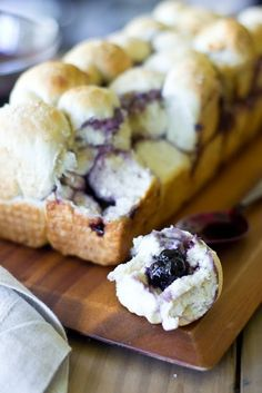 "Recipe by Tina Hu-Rodgers , ""Just Putzing Around the Kitchen"" Blog This blueberry brie pull-apart bread is both flavorful and fun. With warm, creamy brie and pleasantly sweet blueberries, this indulgent blueberry brie pull-apart bread is sure to delight your family and friends this holiday season."
