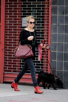 Sienna Miller - Sienna Miller Walking Her Dog