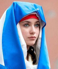 ANSEY hijab-saçının tek teli gözükmüyor ( Guardado por MAVI )