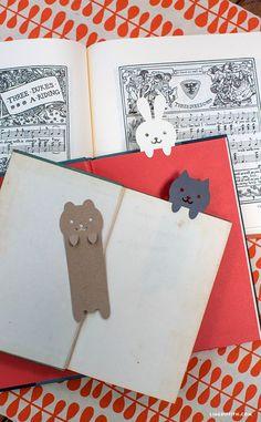Plantilla y archivo de corte para hacer estos marcapáginas // DIY Papercut Animal Bookmarks - Lia Griffith