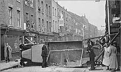 Battle of Cable street Diesel Punk, London History, British History, Vintage London, Old London, London Street, London City, D Day Beach, Battle Of Normandy