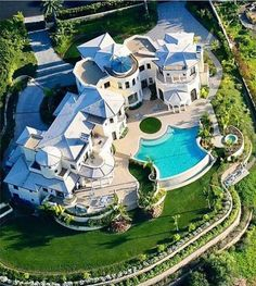 dream mansion Beautiful Luxury Home Beautiful Luxury Home Mansion Homes, Dream Mansion, Dream House Exterior, Dream House Plans, Dream Home Design, My Dream Home, Architecture Antique, Mega Mansions, Luxury Mansions
