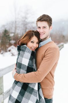 Cozy winter blankets: http://www.stylemepretty.com/canada-weddings/british-columbia/whistler/2015/02/26/romantic-whistler-winter-engagement-session/ | Photography: Kim James - http://www.kim-james.com/