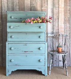 Svenska Blue is a crisp and cool toned blue-grey in the Chalk Paint® palette. Annie Sloan first developed her signature range of furniture paint in calling it 'Chalk Paint' because of this furniture paint's velvety, matte finish. Annie Sloan Chalk Paint Colors, Chalk Paint Dresser, Annie Sloan Paints, Chalk Paint Furniture, Annie Sloan Furniture, Blue Furniture, Recycled Furniture, Vintage Furniture, Furniture Design