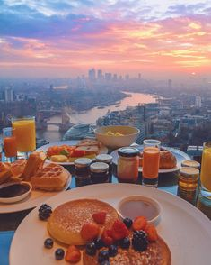 Nadire Atas on Lunch On Vacation The view from breakfast looks amazing from the Shangri-La Hotel in London. 📸 by ━━━━━━━━━━━ Hashtag your best pictures/videos taken… The Places Youll Go, Places To Go, Breakfast Around The World, Shangri La Hotel, Hotels, Travel Aesthetic, Travel Goals, Luxury Travel, Luxury Cars