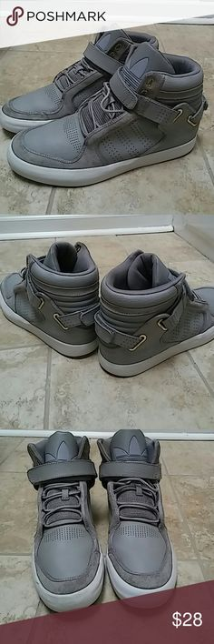 Adidas Superstar Hightop Shoes shows signs of use and yet have more years of life in them. Leather and sole intact...in addition with original lace. A very nice used shoes from Adidas with power to go the next decade. Adidas Shoes Sneakers