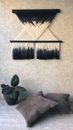 amazing home interiors Macrame Wall Hanging Patterns, Macrame Art, Macrame Design, Macrame Projects, Macrame Patterns, Hanging Wall Art, Diy Home Crafts, Diy Wall Decor, Decoration
