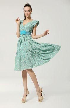 adorable petite robe virevoltante très printanière avec son tissu liberty
