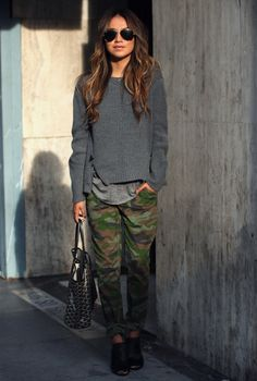 Chunky grey sweater and army pants - perfection!