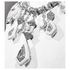 ⭐️Highlight of the @boucheron presentation- the Jodhpur Necklace, it's Reversible magic set with 6,01 cts kite diamond, marble, rock crystal, sapphires and diamonds, on white gold #boucheron #BleudeJodhpur #SignatureLoves
