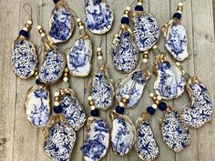 Decoupage Oyster ornaments available stamped in dark grey or gold Seashell Art, Seashell Crafts, Beach Crafts, Oyster Shell Crafts, Oyster Shells, Shell Ornaments, Baby Ornaments, Angel Ornaments, Snowman Ornaments