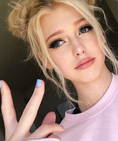 ZERRIE×JIALL #fanfiction # Fanfiction # amreading # books # wattpad Close Up, Social Media Stars, Loren Gray, Pink Nails, Like4like, Barbie, Actresses, Grey, Model