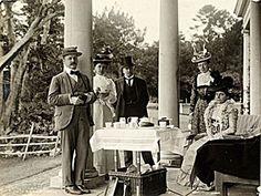 I vårt senaste nyhetsbrev tipsade vi om bra Afternoon tea och en rabatt på Darjeeling. Skriv upp dig så får du nästa!  Länk i profilen / pekoe.se/nyhetsbrev Afternoon Tea, Darjeeling, Image, Art, Profile, Art Background, Darjeeling Tea, Kunst, Art Education