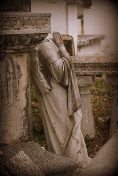Cementerio Viejo De Yauco.......  Looks like the weeping angels from Doctor Who.