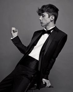 "Here we are- ""Simon"" in his suit (although it's not grey) Troye Sivan as Simon Snow (Carry On by Rainbow Rowell)"