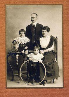 Hula hoop - vintage photo (1895)