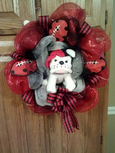 Bulldog Mesh Wreath-add gold and it could be for school. also change out footballs for basketballs-- if need be. Football Team Wreaths, Football Football, Georgia Bulldog Wreath, Georgia Bulldogs, Diy Wreath, Mesh Wreaths, Bulldogs Football, Christmas Wreaths, Xmas
