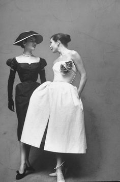 The latest tips and news on Christian Dior are on Eclectic Jewelry and Fashion. On Eclectic Jewelry and Fashion you will find everything you need on Christian Dior. Glamour Vintage, Dior Vintage, Vintage Mode, Moda Vintage, Vintage Couture, Vintage Beauty, Vintage Dresses, Vintage Outfits, 1950s Dresses