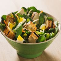 Feel like going a little nuts? This health nut spinach salad is topped with sunflower seeds, tossed with spicy tofu and finished off with a roasted red pepper dressing. MAD Greens put together this filling salad for anyone looking for simple ingredients with bold flavor!