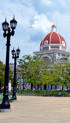 Beautiful View of the Parque Jose Marti in Cienfuegos, Cuba | 16 Reasons why Cuba is so Loved by Tourists although is still under Communist Regime