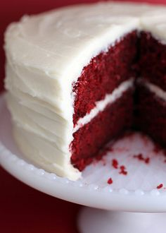 Oh Red Velvet - ever since I took a bite of this delicious southern speciality years ago, I was simply hooked. Moist cake with cocoa and topped with cream cheese frosting - SUCH a perfect harmony.