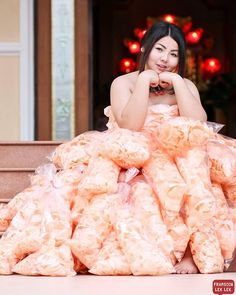 28-year-old Sine Benjaphorn is a plus-size model and the owner of Ratchaburi, a clothing store in Bangkok, Thailand. She's also our new source of life and fashion inspiration, after she ingeniously crafted a red carpet gown from bags of prawn crackers.