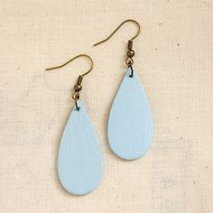Make some wooden raindrop earrings from just a single popsicle stick! Easy and…