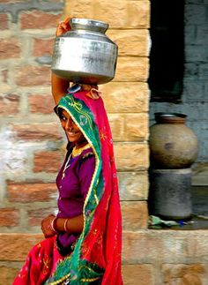 daily village Indian women walk of meters to the well to bring back water for their families. We Are The World, People Of The World, India Culture, Punjab Culture, Indian Colours, Water Bearer, Amazing India, Indian People, Visit India