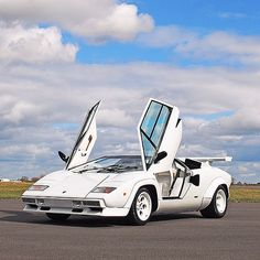 Lamborghini Countach so far away style & design
