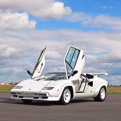 Lamborghini Countach so far away style & design