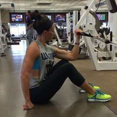 Seated bicep cable curls! Make sure you fully extend your arm too for the best range of motion  - My video only page is up and running: @sarahbowmarvideos -  @underarmour #IWill - SARAHBOWMAR.COM/PACKAGES SARAHBOWMAR.COM/PACKAGES