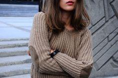 Beige sweater w/ elbow patch