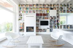 Image 24 of 64 from gallery of Home Library Architecture: 63 Smart & Creative Bookcase Designs. The Long Brick House / Foldes Architects. Library Architecture, Interior Architecture, Brick Architecture, Modern Interior, Design 24, House Design, Bibliotheque Design, White Bookshelves, Library Wall