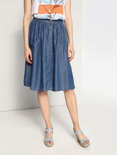 Spódnica damska niebieska  - spódnica regularna - TOP SECRET. SSD0985 Świetna jakość, rewelacyjna cena, modny krój. Idealnie podkreśli atuty Twojej figury. Obejrzyj też inne spódnice tej marki.