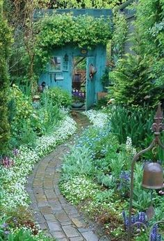 Backyards: Inspiration for Garden Lovers! Backyard Inspiration - Ideas for Garden Lovers!Backyard Inspiration - Ideas for Garden Lovers! Unique Garden, Diy Garden, Dream Garden, Garden Path, Brick Garden, Garden Sheds, Shade Garden, Potager Garden, Blue Garden