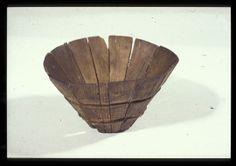 Stavbæger - et middelalderligt drikkebæger. I 1994-1995 blev der i forbindelse med etablering af underjordisk spildevandsbassin på Højbro Plads lavet en arkæologisk udgravning. Udgravningen gav nye oplysninger om stedets overgang fra et uberørt lavvandet strandområde til den første bebyggelse i området i 1300-årene. -VÆGGEN - Københavns Museum