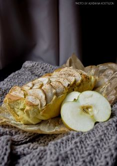 Dieta wątrobowa - ciasto z jabłkami Camembert Cheese, Dairy, Gluten, Sweets, Bread, Maki, Food, Per Diem, Gummi Candy
