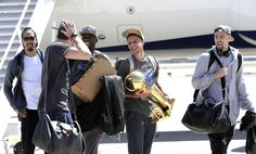 (l to r) Shaun Livingston, David Lee, Andre Iguodala, Stephen Curry and Klay Thompson, depart the plane as the Golden State Warriors, the 2015 NBA Champions, landed at Oakland International Airport in Oakland, Calif., on Wed. June 17, 2015. Photo: Michael Macor, The Chronicle