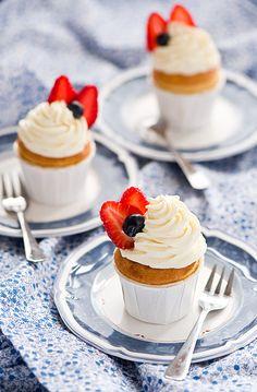 Strawberry cupcakes 75 grams butter, softened 230 g sugar 1 large egg tsp vanilla powder 150 g flour 1 tsp baking powder 85 ml milk 120 g fresh strawberries, rinsed, hulled and chopped Strawberry Cupcakes, Yummy Cupcakes, Buttercream Cupcakes, Strawberry Buttercream, Cupcake Recipes, Cupcake Cakes, Cup Cakes, Call Me Cupcake, Food Cakes