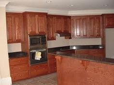 Amazing Modern Minimalist Wooden Style Kitchen Cabinets Pictures With Traditional Design Furniture And Black Countertop Ideas Prefab Kitchen Cabinets, Kitchen Cabinets Canada, Kitchen Cabinet Interior, Stained Kitchen Cabinets, Kitchen Cabinets Pictures, Kitchen Cabinet Styles, Custom Kitchen Cabinets, Maple Cabinets, Oak Cabinets